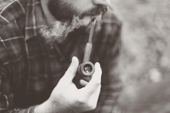 hipster-fumeur-de-pipe