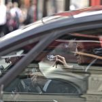 Peut-on fumer au volant de sa voiture ?