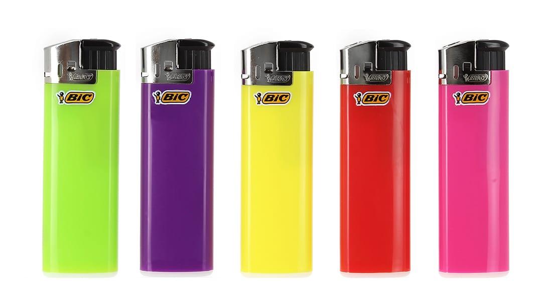 Photo de 5 briquets Bic Maxi electronic couleur