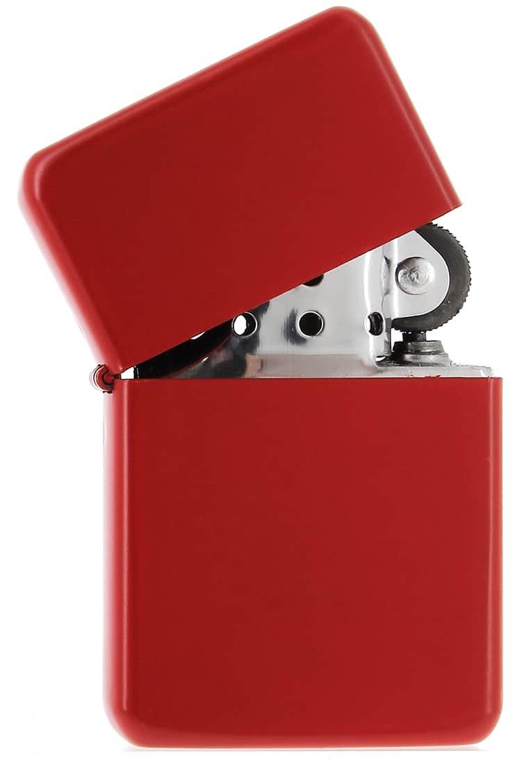 Photo #1 de Briquet essence Rouge