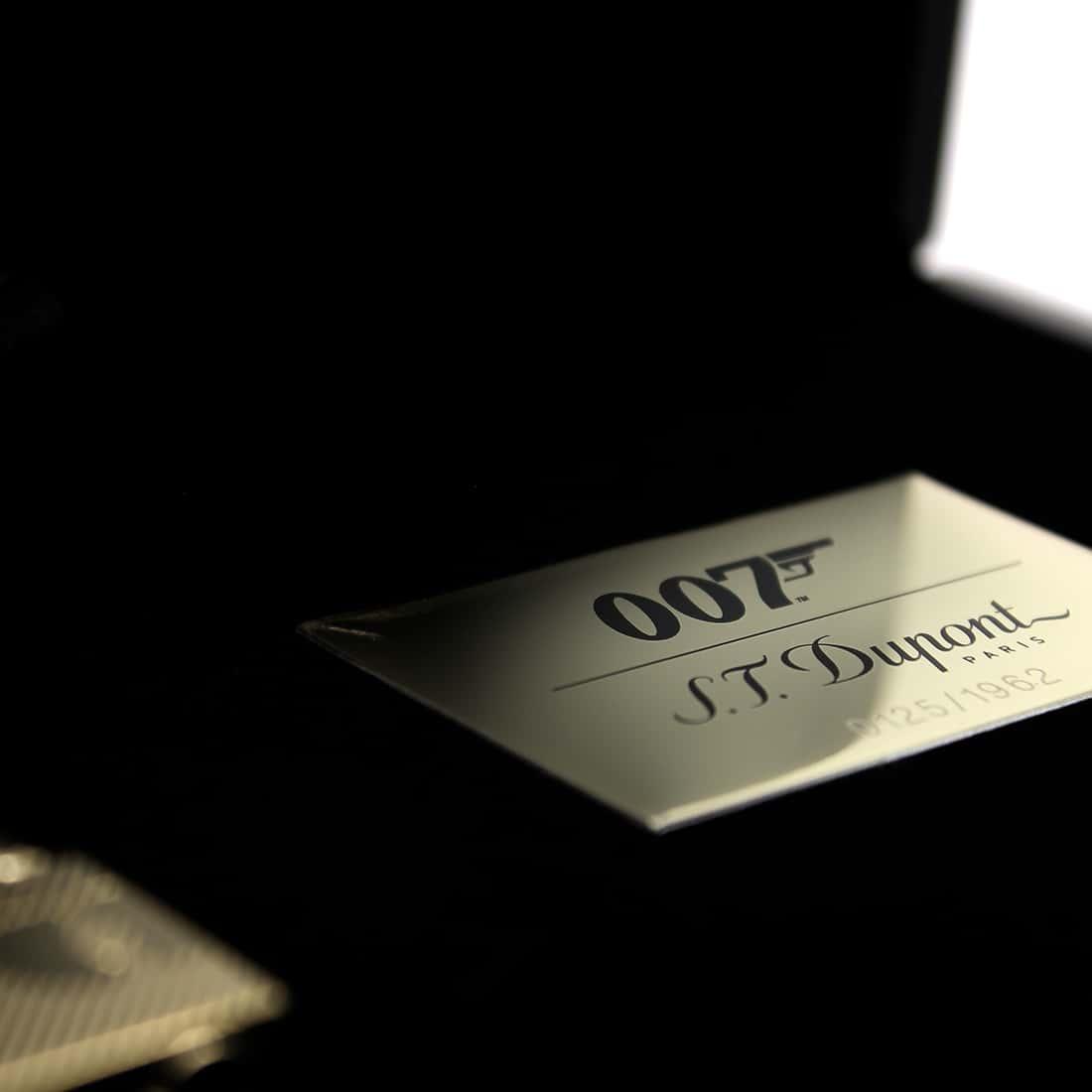 Photo #6 de Coffret Collector Briquet S.T. Dupont Ligne 2 James Bond 007 Or Jaune