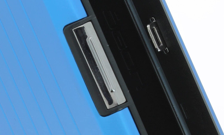 etui porte cartes ogon stockholm v2 bleu 19 60. Black Bedroom Furniture Sets. Home Design Ideas